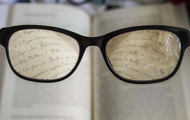 glasses-2304187_640